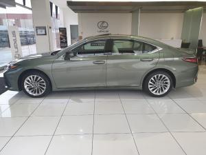 Lexus ES 300h - Image 3