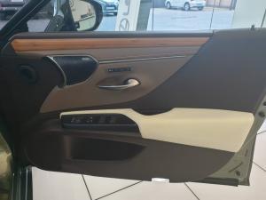 Lexus ES 300h - Image 5
