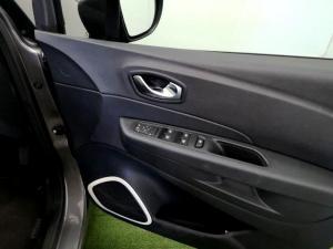 Renault Captur 900T Blaze 5-Door - Image 21