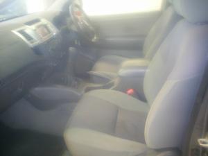 Toyota Hilux 3.0D-4D Xtra cab Raider - Image 5