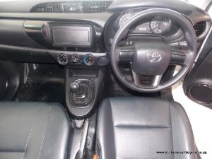 Toyota Hilux 2.0 - Image 5