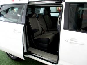 Kia Grand Sedona 2.2 Crdi EX + automatic - Image 16