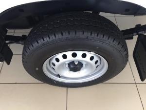 Toyota Hilux 2.0 - Image 7