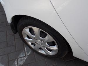 Hyundai i10 1.1 GLS - Image 11