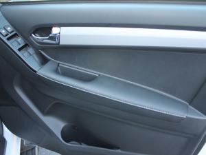 Isuzu D-MAX 300 LX automatic D/C - Image 12