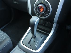 Isuzu D-MAX 300 LX automatic D/C - Image 4