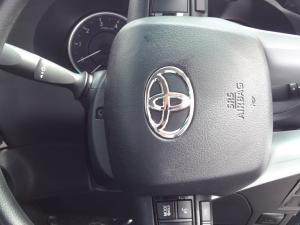 Toyota Hilux 2.4 GD-6 SRX 4X4 automaticS/C - Image 8