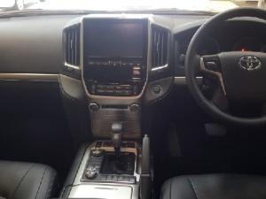 Toyota Land Cruiser 200 4.5D-4D V8 VX-R - Image 5