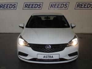 Opel Astra 1.0T Essentia - Image 4