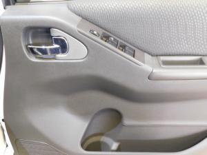 Nissan Navara 2.5dCi double cab LE auto - Image 7