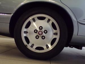 Jaguar XJS 4 Litre automatic - Image 9