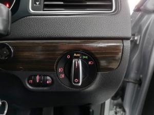 Volkswagen Jetta 1.6TDI Comfortline - Image 12