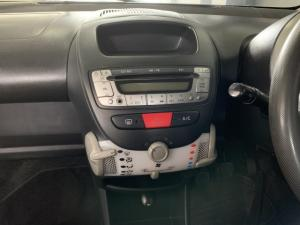 Peugeot 107 1.0 Urban - Image 6