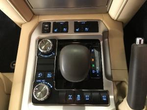Toyota Land Cruiser 200 4.5D-4D V8 VX - Image 10