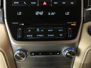Toyota Land Cruiser 200 4.5D-4D V8 VX - Image 13