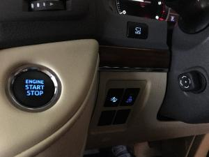 Toyota Land Cruiser 200 4.5D-4D V8 VX - Image 14
