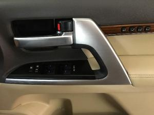 Toyota Land Cruiser 200 4.5D-4D V8 VX - Image 17