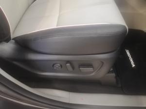 Kia Grand Sedona 2.2 Crdi SXL automatic - Image 14