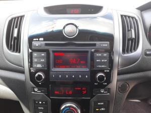 Kia Cerato 2.0 Koup automatic - Image 12