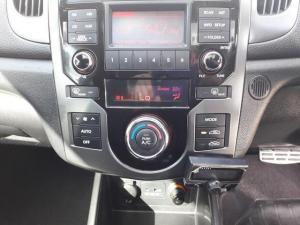 Kia Cerato 2.0 Koup automatic - Image 13