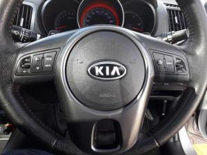 Kia Cerato 2.0 Koup automatic - Image 9