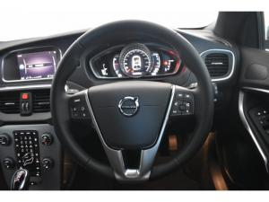 Volvo V40 T4 Inscription auto - Image 10