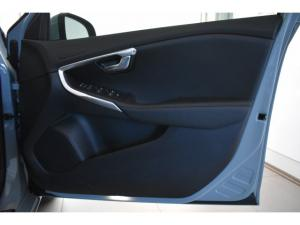 Volvo V40 T4 Inscription auto - Image 13