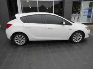 Opel Astra hatch 1.6 Essentia - Image 2