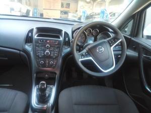 Opel Astra hatch 1.6 Essentia - Image 6