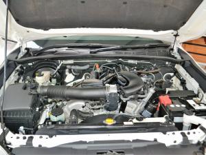Toyota Hilux 4.0 V6 double cab Raider - Image 4