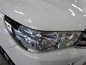 Toyota Hilux 4.0 V6 double cab Raider - Image 6