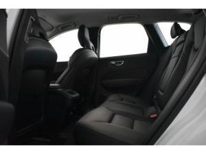 Volvo XC60 T6 AWD Momentum - Image 9