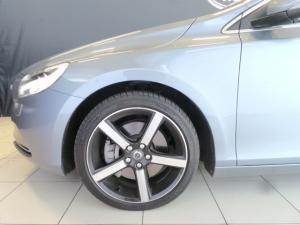 Volvo V40 T4 Inscription auto - Image 6