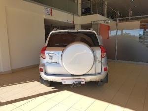 Toyota RAV4 2.0 VX auto - Image 3
