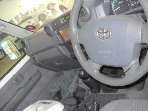 Toyota Land Cruiser 76 Land Cruiser 76 4.5D-4D LX V8 station wagon - Image 5