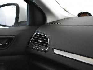 Renault Megane IV 1.2T Dynamique - Image 18