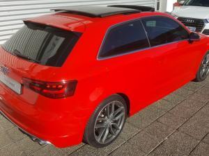 Audi S3 Stronic 3-Door - Image 5