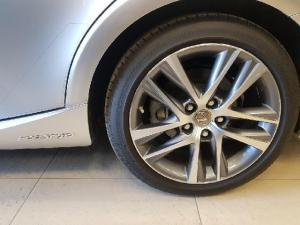 Lexus IS 300 Hybrid - Image 2