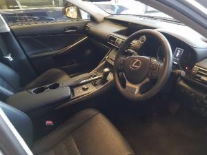 Lexus IS 300 Hybrid - Image 3