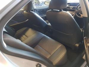 Lexus IS 300 Hybrid - Image 5
