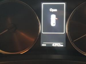 Lexus IS 300 Hybrid - Image 6