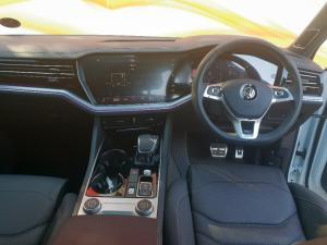 Volkswagen Touareg 3.0 TDI V6 Executive - Image 13