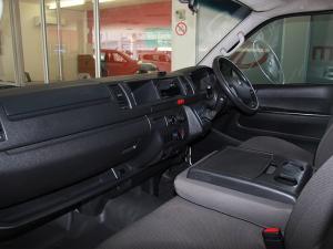 Toyota Quantum 2.5D-4D crew cab - Image 6