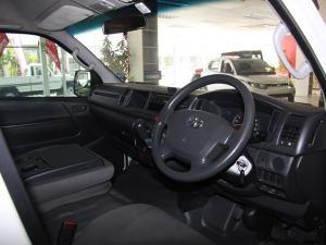 Toyota Quantum 2.5D-4D crew cab - Image 7