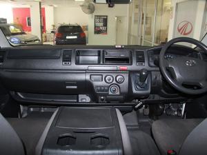 Toyota Quantum 2.5D-4D crew cab - Image 8