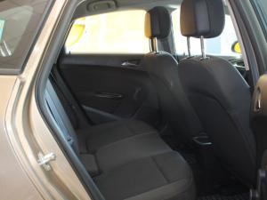 Opel Astra 1.4T Enjoy automatic - Image 6