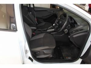 Ford Focus 1.6 Ti VCT Ambiente Powershift - Image 6