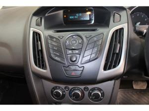Ford Focus 1.6 Ti VCT Ambiente Powershift - Image 9