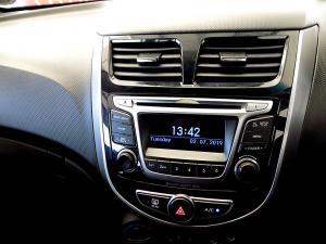 Hyundai Accent 1.6 GLS/FLUID automatic - Image 12