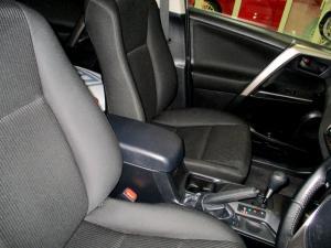 Toyota RAV4 2.0 GX automatic - Image 14